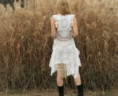 vintage lace doily dress 400x327 20 Astonishingly Awesome Doily Dresses