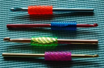 Pencil Grip Crochet Hooks 400x260 10+ Ideas for Personalizing and Decorating Your Crochet Hook Handles
