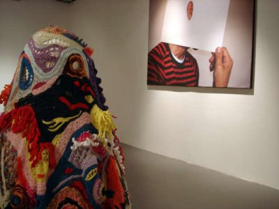 aldo lanzini crochet costume1 400x300 Awesome New York Crochet Art That Isnt From Olek