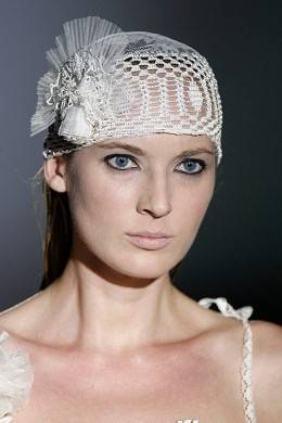 crochet bridal veil1 12 Crochet Wedding Veils That Will Make Everyone Want to Kiss the Bride