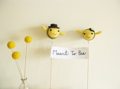 crochet bumblebee 400x299 The 12 Best Crochet Cake Toppers for Your DIY Wedding Cake