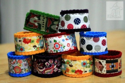 crochet fabric bracelets 400x265 20 Inspiring Ideas for Combining Crochet with Fabric