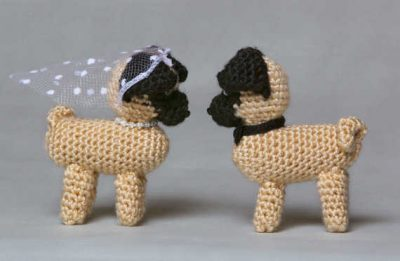 crochet puppy love 400x261 The 12 Best Crochet Cake Toppers for Your DIY Wedding Cake