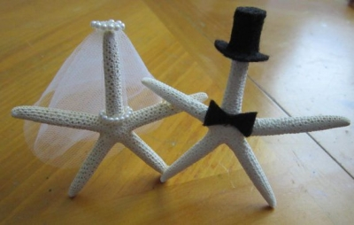 crochet starfish 400x254 The 12 Best Crochet Cake Toppers for Your DIY Wedding Cake