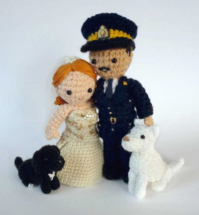 crochet wedding cake toppers 400x433 The 12 Best Crochet Cake Toppers for Your DIY Wedding Cake