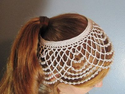 crochet wedding headdress 400x300 12 Crochet Wedding Veils That Will Make Everyone Want to Kiss the Bride