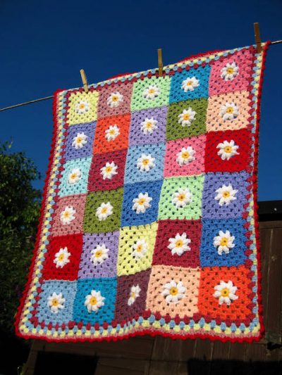daisy square blanket 400x533 Crochet Link Love, end of July