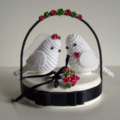 wedding cake topper 400x400 The 12 Best Crochet Cake Toppers for Your DIY Wedding Cake