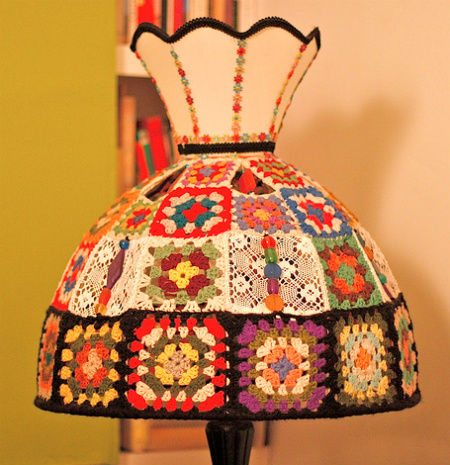 artist granny square lamp 16 Crochet Lamps That Will Shed a New Light on Your Space