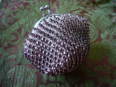beaded crochet coin purse 400x300 15 Favorite Crochet Coin Purses to Make Saving Pennies Fun