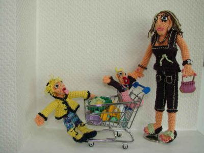 crochet art dolls 400x300 12 Fascinating Examples of Crochet Art Dolls and Figures