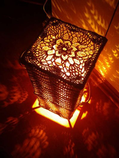 crochet lamp pattern 400x533 16 Crochet Lamps That Will Shed a New Light on Your Space