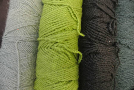 green yarn1 Crochet Blog Roundup: August in Review