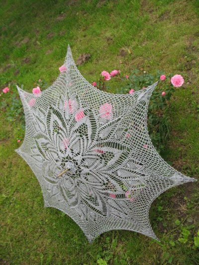 grey crochet umbrella 400x533 15 Crochet Umbrellas for your Creative Rainy Days