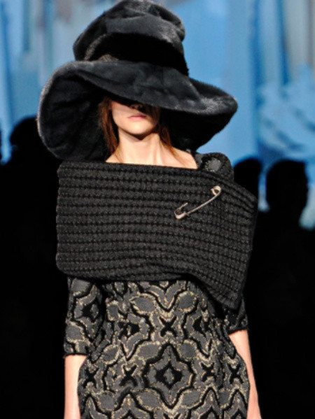 oversized crochet wrap marc jacobs1 Designer Crochet: Marc Jacobs