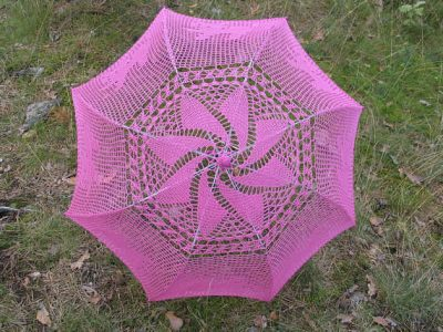 pinwheel crochet parasol 400x300 15 Crochet Umbrellas for your Creative Rainy Days