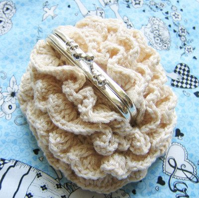 ruffled crochet coin purse 15 Favorite Crochet Coin Purses to Make Saving Pennies Fun