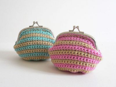 striped crochet coin purses 400x300 15 Favorite Crochet Coin Purses to Make Saving Pennies Fun