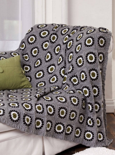 circle in granny square pattern 400x539 10 Fabulous Free Crochet Patterns That Require 4000+ Yards of Yarn
