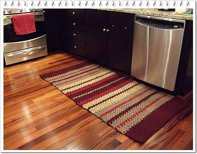 crochet kitchen rug 400x314 10 Fabulous Free Crochet Patterns That Require 4000+ Yards of Yarn