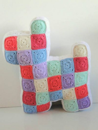 crochet square dog 400x533 Crochet Link Love (Best Articles of the Week)