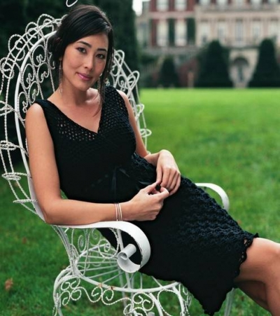 little black dress crochet 400x451 15 Beautiful Crochet Dress Patterns to Buy Online