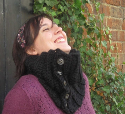 button crochet cowl pattern 400x365 Small Projects, Large Hooks! 15 Quick Free Crochet Patterns for Holiday Gifts