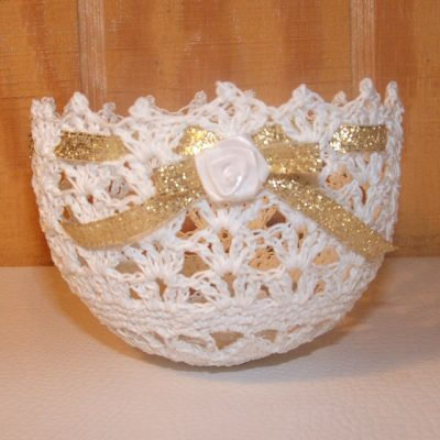 crochet bowl 400x400 15 Crochet Wedding Favors to Give Your DIY Wedding Guests