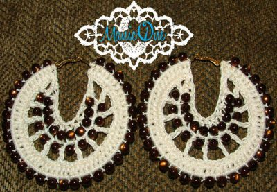 crochet earrings 400x277 Crochet Shoes and Accessories from Manie One