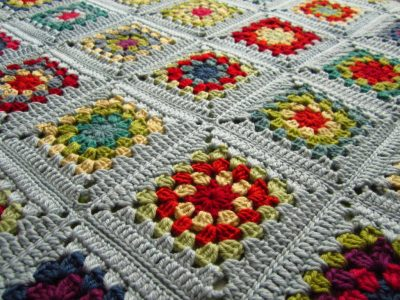 crochet granny square blanket 400x300 Crochet Link Love: Best Posts of the Week
