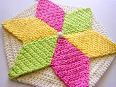 crochet potholder 400x300 Crochet Link Love: Best Posts of the Week