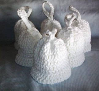 crochet wedding bells 15 Crochet Wedding Favors to Give Your DIY Wedding Guests