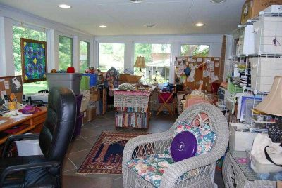 edie eckman crafty home 400x268 Five Crafters Homes I Would Love To Have a Crochet Retreat At