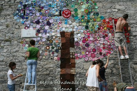 italy earthquake yarnbomb 2012 in Crochet: Crochet Art and Artists
