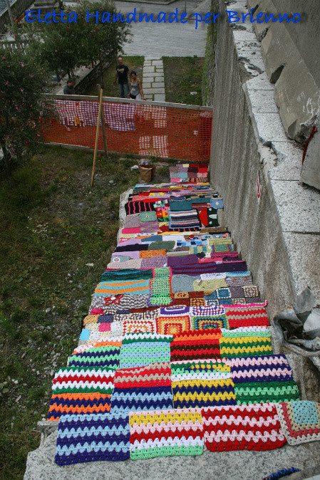 italy yarnbomb ruins Yarnbombing Italy After Devastating Earthquake