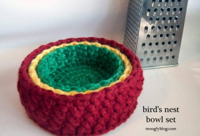 nesting crochet bowls 400x272 Small Projects, Large Hooks! 15 Quick Free Crochet Patterns for Holiday Gifts