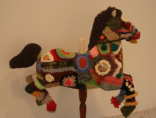 yarnbomb horse Crochet Blog Roundup: October in Review