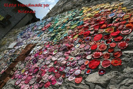 yarnbomb italy earthquake Yarnbombing Italy After Devastating Earthquake