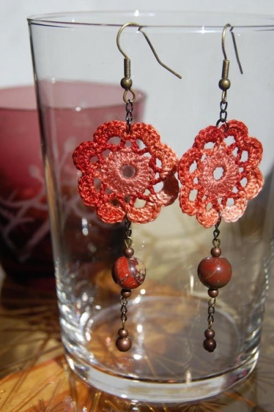 crochet flower earrings 400x601 Crochet Jewelry Ideas for Christmas Including 10 Free Crochet Patterns