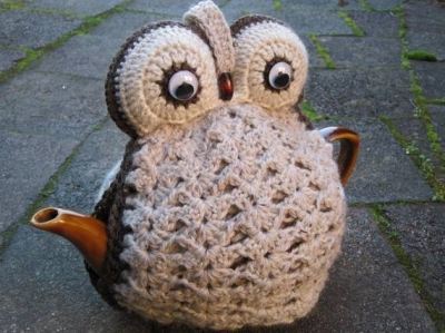 crochet owl tea cozy 400x299 Then and Now in Crochet (11/18   11/24)