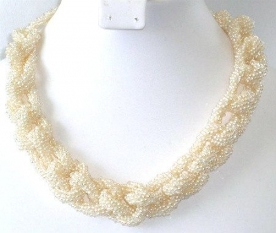 crochet pearl necklace 400x338 Crochet Jewelry Ideas for Christmas Including 10 Free Crochet Patterns
