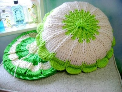 crochet pillow 400x300 Thanks For Helping a Reader Find the Right Pattern