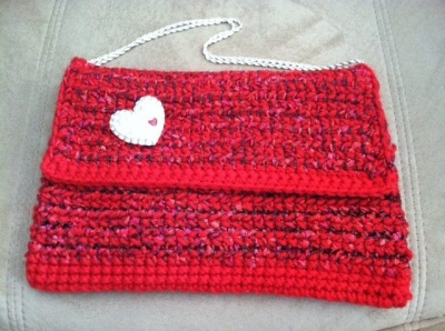 crochet red purse 400x298 Stitch Red Crochet Patterns