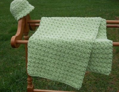 easy crochet baby blanket 400x308 15 Most Popular Free Crochet Baby Blanket Patterns
