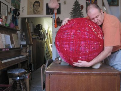 giant yarn ball art project 400x300 1990s Crochet Artist Bill Davenport