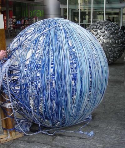 giant yarn balls 400x473 1990s Crochet Artist Bill Davenport