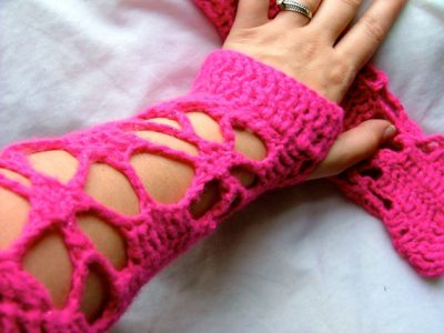 crochet fingerless gloves 400x300 Actress and Crochet Artist Sarah Louisa Burns