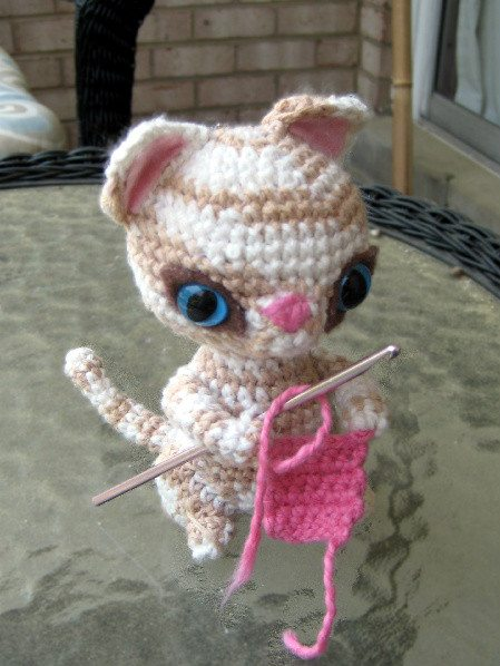 crochet kitten Day 10 of 12 Days of Crochet Christmas: Win $30 of Crochet Patterns + Yarn