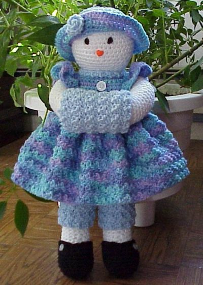 crochet snowman doll 400x561 Day 4 of 12 Days of Crochet Christmas: Win Cute Crochet Patterns
