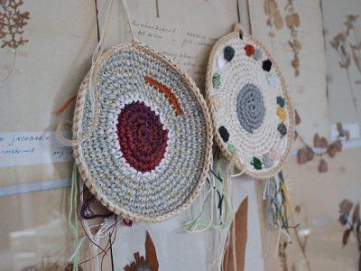 crocheted potholders 400x300 Belgian Home Crochet Artist Renilde de Peuter